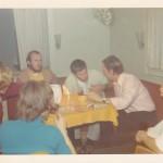 """Heiligabend 1972 auf der """"CLARITA SCHRÖDER"""" Kleine Diskussion mit dem Ersten Offizier. (C) f.s."""