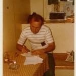 Ein paar Notizen, wenn man später einmal ein Buch schreiben möchte! Amazonasgebiet ohne Klimaanlage in der Kammer. (Marie Reith 1972)