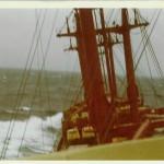 Wenn man kein Glück hat kommt auch noch Pech dazu. Ausgang Biscaya fiel die Hauptmaschine aus und wir verloren drei Container und einen Baumstützen