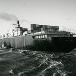 Die TOKIO EXPRESS von hinten aufgenommen. 1975 Küstenreise Europa. Reederei, Hapag-Lloyd, Hamburg.