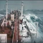 """""""Stolt Surf"""" 1977 im Pazifik. Die achterliche See droht das Hauptdeck zu überlaufen. (C) Karsten Petersen. U.S."""