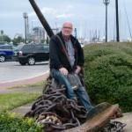 Er kann es nicht lassen, er muss einfach Platz nehmen. Wie gesagt, Anker überall, hier in Florida, Amalie Island.